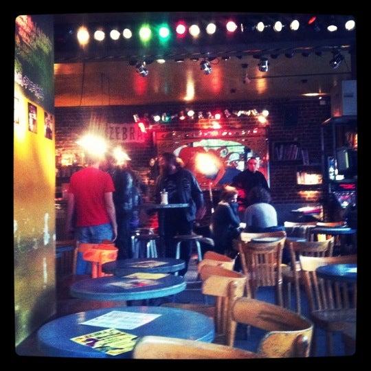 Foto scattata a Zebra Bar da Cecile V. il 10/16/2011
