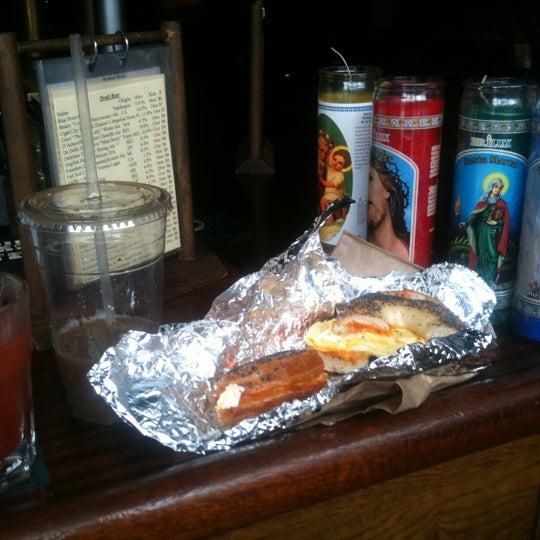 Das Foto wurde bei Fourth Avenue Pub von Arminda K. am 8/27/2011 aufgenommen