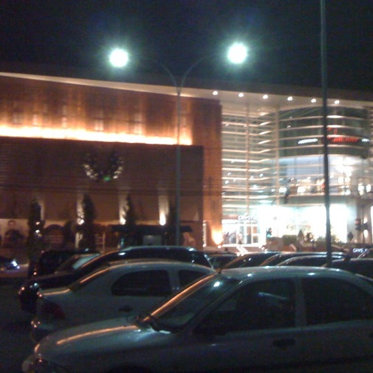 Foto tirada no(a) Shopping Crystal por Thiago C. em 12/22/2011