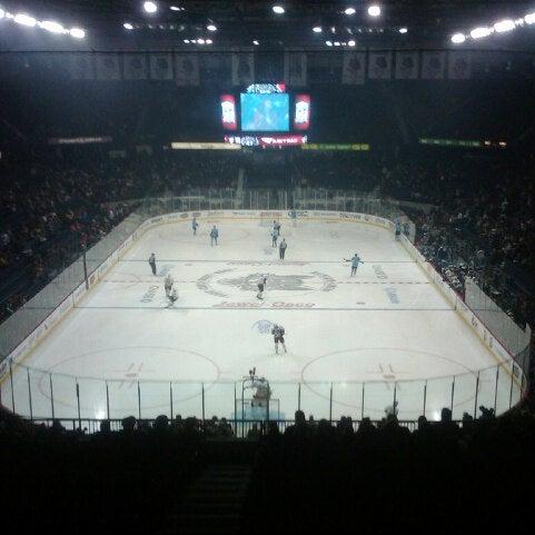 รูปภาพถ่ายที่ Allstate Arena โดย Michael F. เมื่อ 8/4/2012