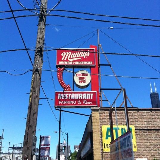Foto diambil di Manny's Cafeteria & Delicatessen oleh Steven S. pada 6/25/2012