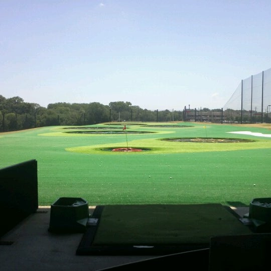 Foto diambil di Topgolf oleh Juan O. pada 7/5/2012