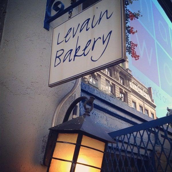 7/25/2012에 Edgar d.님이 Levain Bakery에서 찍은 사진