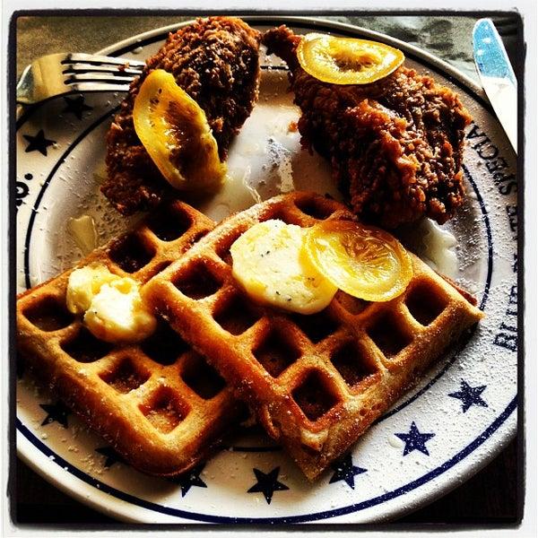 Foto tirada no(a) The Federal Food Drink & Provisions por Eric E. em 9/2/2012