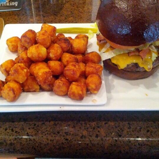 Das Foto wurde bei Rehab Burger Therapy von Jared S. am 9/6/2012 aufgenommen