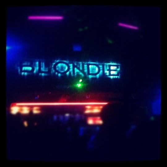 รูปภาพถ่ายที่ BLONDIE โดย Peta G. เมื่อ 3/19/2012