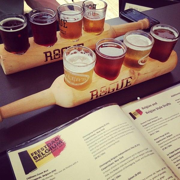 รูปภาพถ่ายที่ Tyler's Restaurant & Taproom โดย Blake H. เมื่อ 7/21/2012