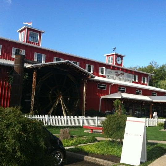 รูปภาพถ่ายที่ Bob's Red Mill Whole Grain Store โดย Ashleigh C. เมื่อ 8/31/2012