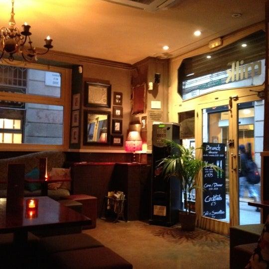 Foto scattata a Milk Bar & Bistro da Anna C. il 8/3/2012