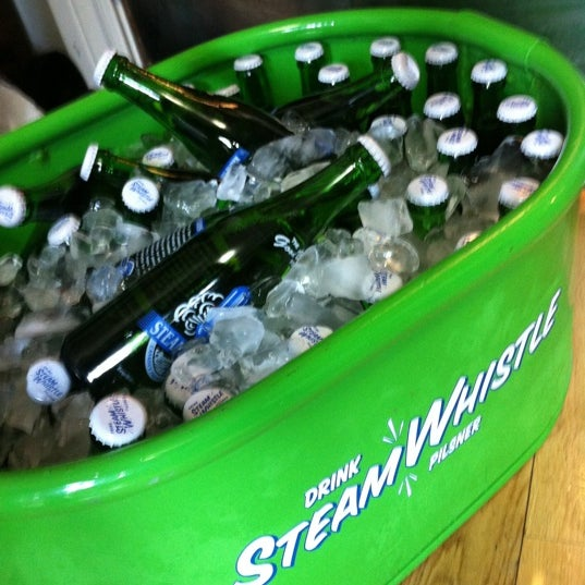 9/19/2011 tarihinde Jaimmie R.ziyaretçi tarafından Steam Whistle Brewing'de çekilen fotoğraf