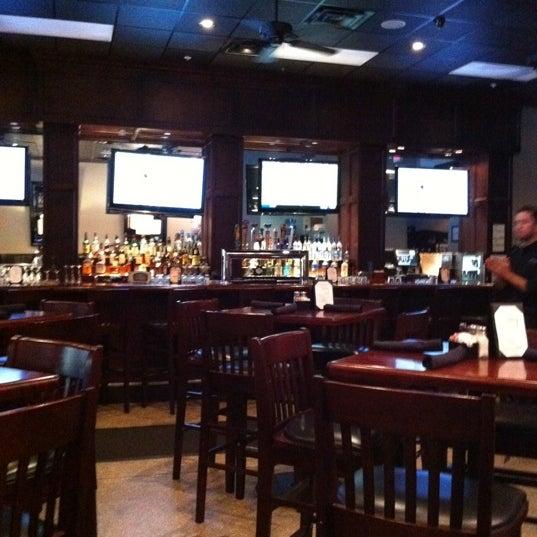 Photo prise au Cameron Bar & Grill par David W. le8/23/2011