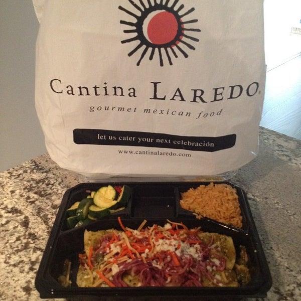 Foto tomada en Cantina Laredo por Dave M. el 8/8/2012