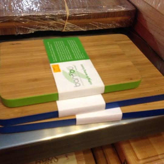 Das Foto wurde bei Bowery Kitchen Supplies von Jamie Y. am 6/21/2012 aufgenommen