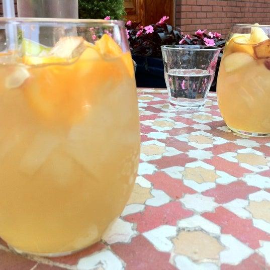 Photo prise au Nomad Restaurant par Keith P. le5/19/2012