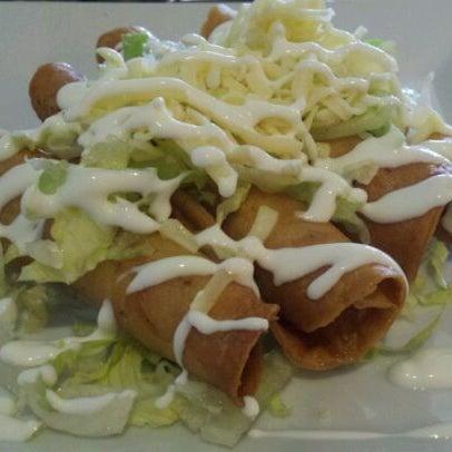 Foto tirada no(a) The MexZican Gourmet por Wei L. em 2/14/2012