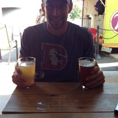 Das Foto wurde bei Strange Craft Beer Company von Amy O. am 8/4/2012 aufgenommen