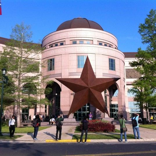 4/11/2012 tarihinde Driss A.ziyaretçi tarafından Bullock Texas State History Museum'de çekilen fotoğraf