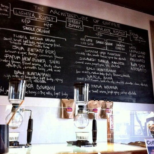 Foto scattata a Seniman Coffee Studio da Senri il 9/1/2012