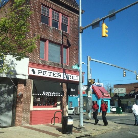 Foto tirada no(a) Pete's Grille por shaun q. em 4/7/2012