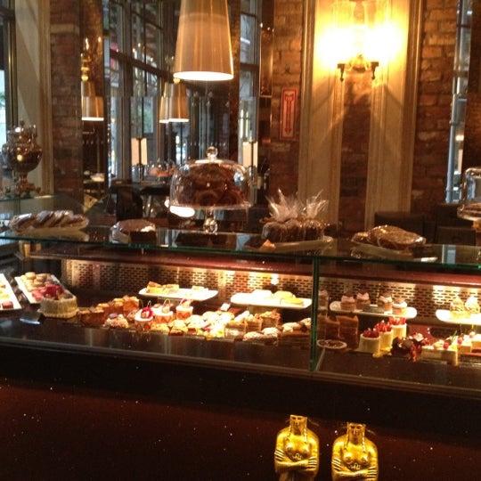 Foto tomada en Brasserie Pushkin por Yomaylin F. el 8/1/2012