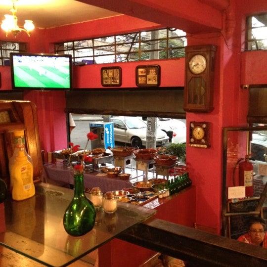 Снимок сделан в Mamá Conchita пользователем Carolina M. 3/10/2012