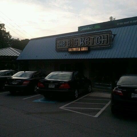 Foto tirada no(a) The Big Ketch Saltwater Grill por Pamela A. em 8/21/2012