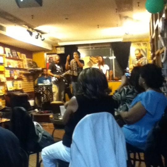 Foto scattata a Sankofa Books & Video da Eboni C. il 5/5/2012