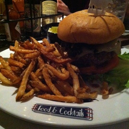 2/16/2012에 Jeff D.님이 Ike's Food & Cocktails에서 찍은 사진