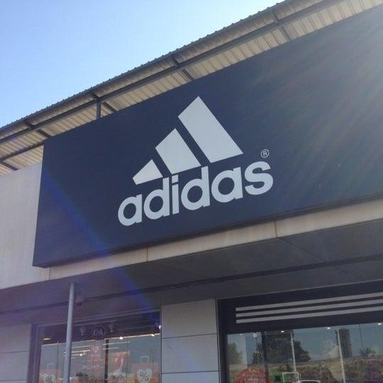Bien educado Modernizar Mula  Adidas Outlet Store - Tienda de artículos deportivos en Camas