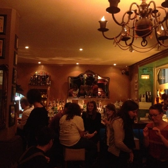 Foto scattata a Milk Bar & Bistro da Diosnegro A. il 2/29/2012