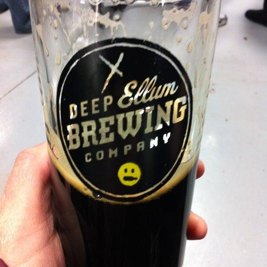 Photo prise au Deep Ellum Brewing Company par Sherry le2/11/2012