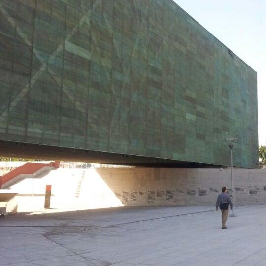 Foto diambil di Museo de la Memoria y los Derechos Humanos oleh Edo T. pada 4/21/2012