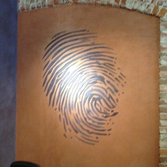 8/14/2012 tarihinde Jenziyaretçi tarafından Thumbprint Cellars Tasting Room & Art Gallery'de çekilen fotoğraf