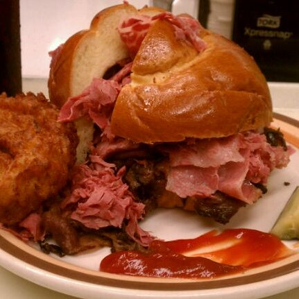 Das Foto wurde bei Manny's Cafeteria & Delicatessen von Benny K. am 10/19/2011 aufgenommen