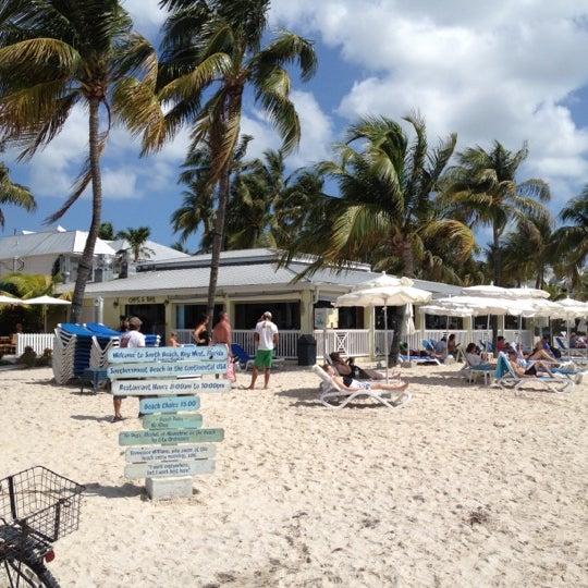 Foto tirada no(a) Southernmost Beach Cafe por Marc W. em 4/8/2012