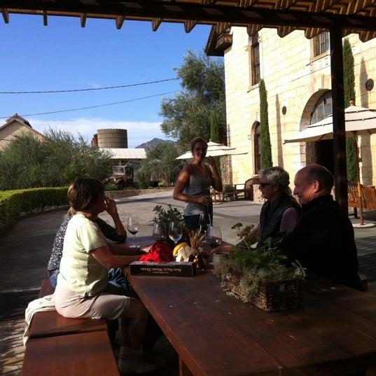 Снимок сделан в Regusci Winery пользователем Sairawee V. 10/24/2011