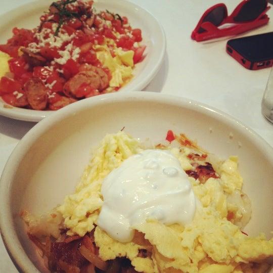 Снимок сделан в Southport Grocery & Cafe пользователем Sharon 6/18/2012
