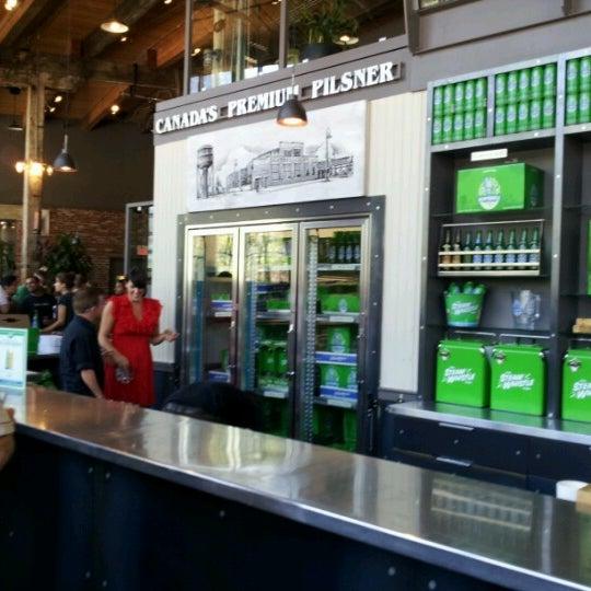 7/12/2012 tarihinde Linda L.ziyaretçi tarafından Steam Whistle Brewing'de çekilen fotoğraf