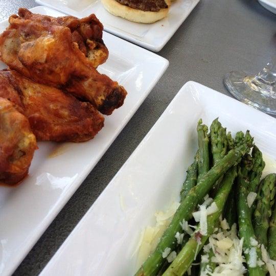 8/21/2012 tarihinde Wendy M.ziyaretçi tarafından Urban Eatery'de çekilen fotoğraf