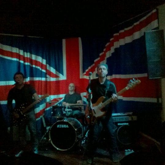 Снимок сделан в The Queen's Head пользователем Leandro T. 12/4/2011