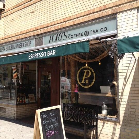 Foto tomada en Ports Coffee & Tea Co. por Maggie P. el 8/13/2012