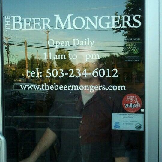 Photo prise au The BeerMongers par Stefanie K. le8/26/2011
