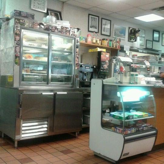 Das Foto wurde bei Squire's Diner von arleen c. am 5/5/2012 aufgenommen