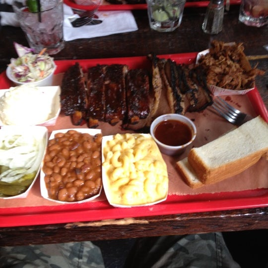 Photo prise au Mable's Smokehouse & Banquet Hall par Billy G. le6/3/2012