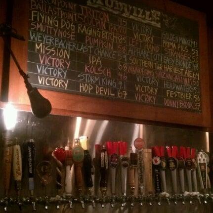 Photo prise au Mudville Restaurant & Tap House par Dwayne B. le9/4/2012