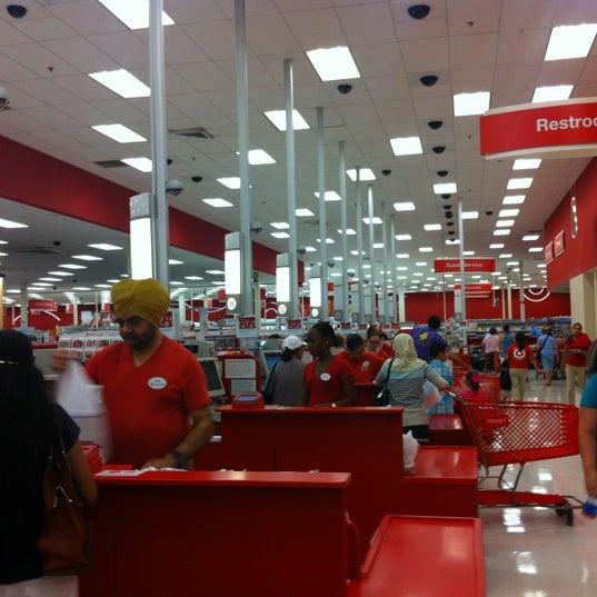 Снимок сделан в Target пользователем Vahid O. 7/25/2012