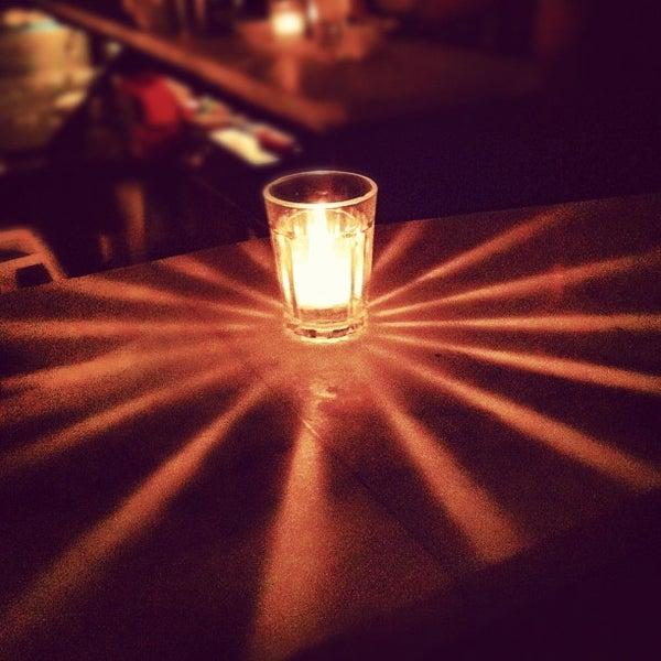 Foto scattata a The Ten Bells da Kyra T. il 5/27/2012