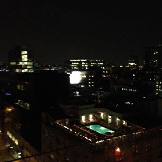 Foto scattata a Plunge Rooftop Bar & Lounge da Adro G. il 6/11/2012