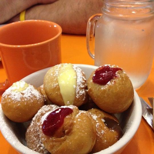 รูปภาพถ่ายที่ Jelly Cafe โดย Elite E. เมื่อ 7/14/2012