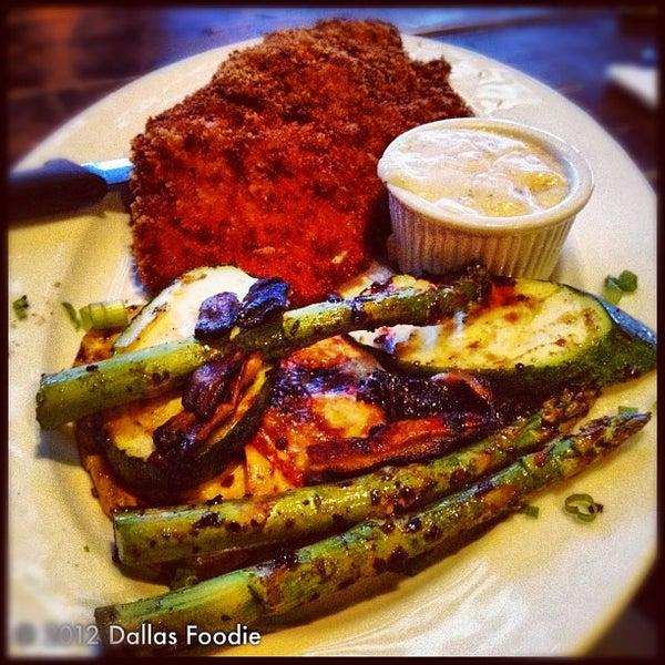 Foto scattata a Vickery Park da Dallas Foodie (. il 7/16/2012